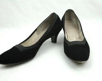 50s Black Suede Pumps with Lace and Stitching Detail - Elegant Florsheim Low Heels - Size 9 or 9.5