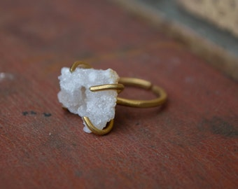 Neat and unique rough and uncut Druzy crystal Quartz piece and solid copper adjustable ring bezel. Lots of tiny crystals!
