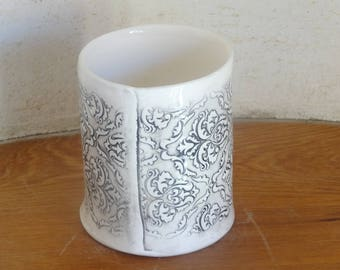 Utensil holder, gobelet, toothbrush holder