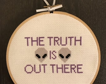 X-Files 6-inch The Truth is Out There Cross Stitch