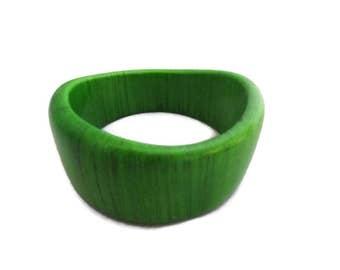 Green Wood Bangle Bracelet, Modern Wavy Bangle, Wooden Bracelet, Bright Green, Vintage retro, modern, mod