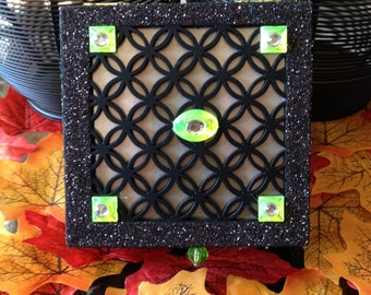 Wooden, lattice top, hinged box for jewelry or trinkets. Sparkles inside and out! Black with green exterior, foam interior.Glittered edge.