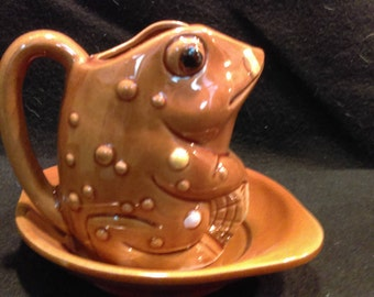 Frog Pitcher, Frog Creamer with under Saucer, Made in Japan  (1287)