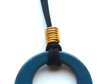 PETROLEUM CIRCLE NECKLACE