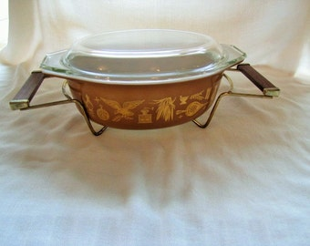 Pyrex 043 Early American 1 1/2 Qt Oval Casserole with Lid