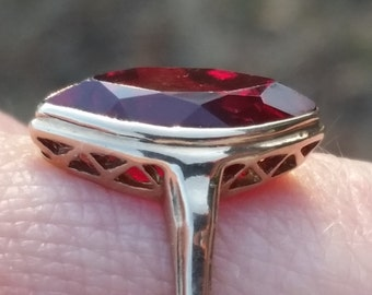 Beautiful Art Deco 10k Ring with Simulated Ruby