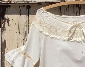 1970s White Linen and Lace Ruffle Bell Sleeved Top