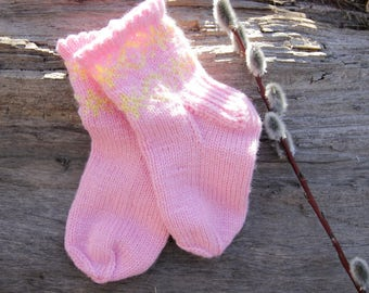 Girls socks. Knitted baby socks. Hand knitted. New-born gift. Socks with the pattern. Children's warm socks. Soft baby socks. 6-12 months