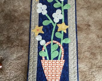Quilted flower basket wall hanging