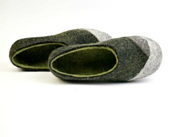 Gift for Mom, Woolen clogs, Felted women slippers, Felt wool slippers, Home shoes, Handmade shoes, Gift for her, Olive green black slippers