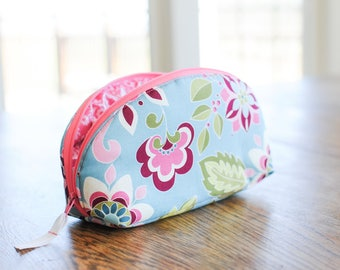 Blue essential oil bag. Pink oil case for rollers or bottles. Oil carrying case. Gift for mom, sister, friend. Holiday gift. Custom order.