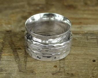 Hammered spinning ring