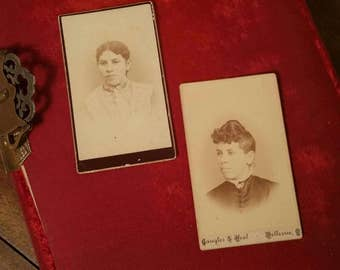 Victorian CDV fashionable women sisters or twins