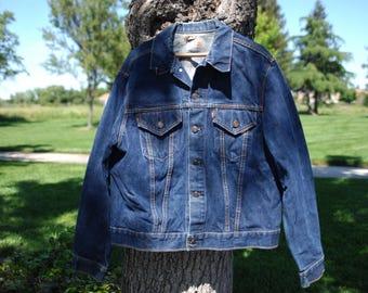 vintage LEVI big e denim jacket size 48.