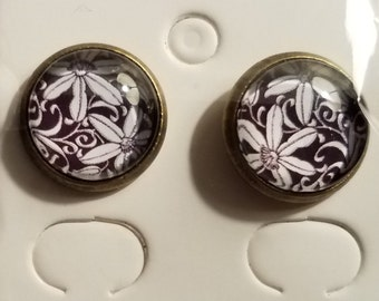 Handmade Glass Bead Black & White Flowers Stud Earrings