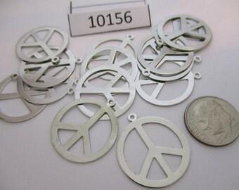 JEF10156: Package of 4 Vintage Metal Charms / Pendants