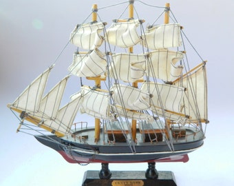 Collectible Boat,Vintage Wooden Model Ship , Cutty Sark Model , Historic Ship Model,Old ship,Handcrafted Ship model,Retro Gift