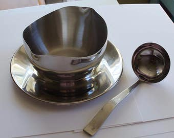 Gravy bowl and spoon