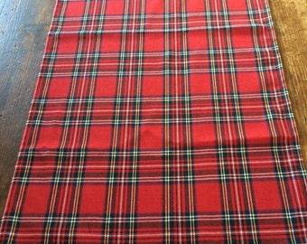 2m tartan table runner and 8 tartan place mats