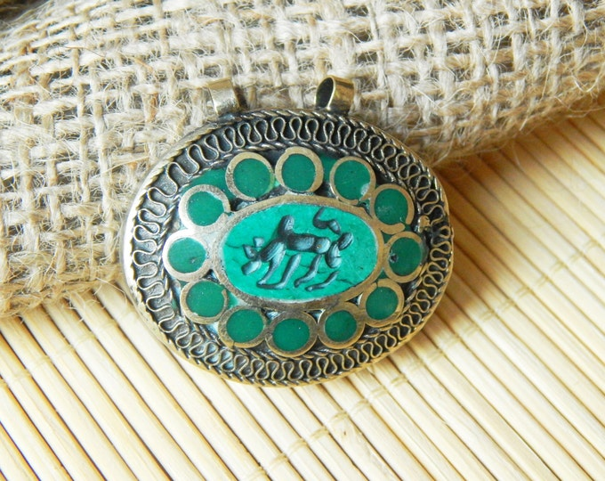 Vintage nepal pendant / ethnic pendant / green silver pendant / tribal supplies / nepal handcraft / tribal craft / tribal findings