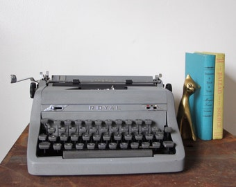 Vintage Royal Typewriter, gray vintage Typewriter, perfect working condition.