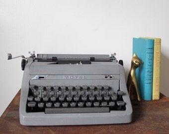 Vintage Royal Typewriter, gray vintage Typewriter, perfect working condition.