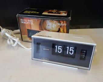 Safari Flipclock with alarm