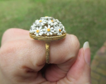 retro mod daisy fashion ring, adjustable ring, daisy jewelry, white daisy, vintage ring, sixties ring, sixties jewelry, hippie, flower power