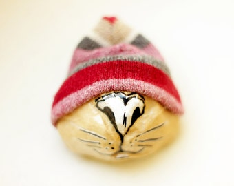 Cat brooch, Kitty brooch, Paper mache cat, Christmas gift, Cat pin, Animal brooch, For cat lovers, Cat jewelry