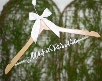 Wedding Hanger, Personalized Wedding Hanger, Custom Single Line Bride Name Bridal Hanger, Bride Hanger, Bridal Wedding Gift vet0011
