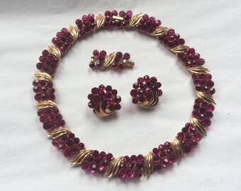 Spectacular Trifari collar and matching earrings - fuchsia briolettes with an extender