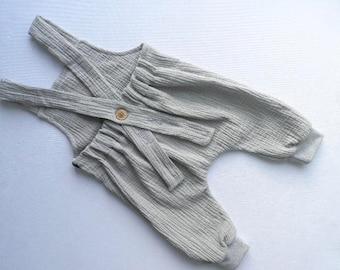 Baby bib & muslin Salopette carrier trousers drop crotch pants cozy pants Einzelstück