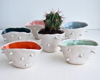 Handmade mini ceramic spiky planter many colour, ceramic spiky vase, mini spiky plant pot, mini flower vase, pottery spiky vase, planter