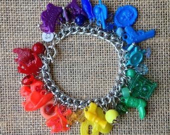 Super Fun, Vintage, Kitschy, Vending Charm Bracelet!