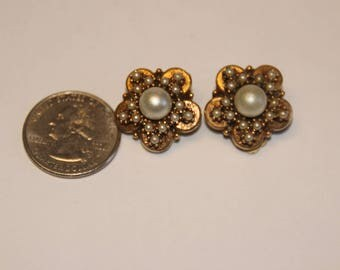 Vintage gold-ton pearl cup earrings baek