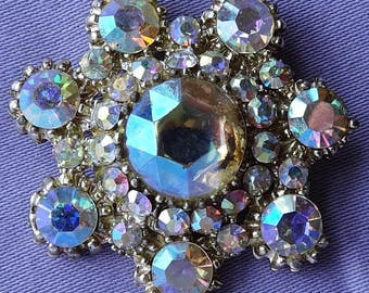 Attractive vintage 1950s large aurora borealis diamante brooch