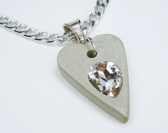 Necklace heart with clear-white rhinestone stone concrete jewelry on a silver-colored link necklace Jewelry Concrete jewelry Valentine's Day