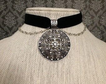 SALE! Gothic choker // gothic necklace // fancy choker // ornate necklace // black velvet choker