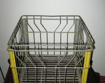 1971 Vintage Wire Milk Crate Pet Coop Advertising Crate 1.00 Shipping! #BV