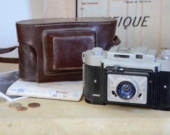 Camera film vintage with its leather case, deco travel adventurer 1955