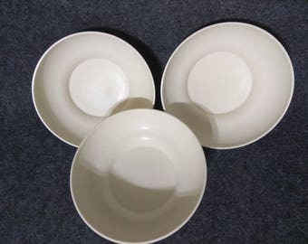 3-Tupperware Bowls 890 Almond Color PreOwned in Great Condition