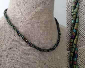 Vintage 1950s 3-strand green iridescent beaded necklace