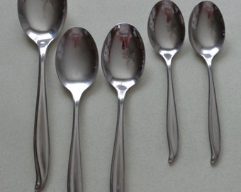 Tradewinds Jamaica International Silver Stainless Mixed Lot Spoons Tablespoon Serving Spoon Soup and Teaspoons