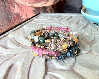 Silver hearts and wings agate bracelet