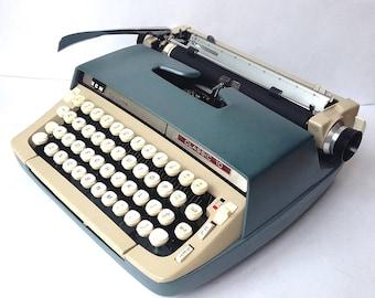 Smith Corona Classic 10 Manual Portable Typewriter