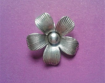 Handmade sterling silver daisy pendant