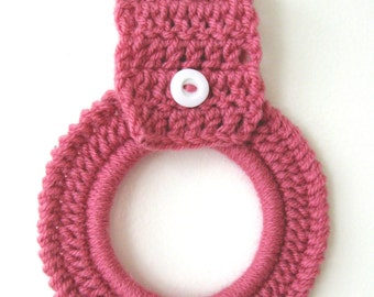 Crochet Kitchen Dish Towel Holder Hanger Ring Light Raspberry Pink Country Cottage Decor