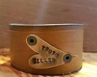 TRUTH TELLER. Simple genuine leather cuff bracelet.