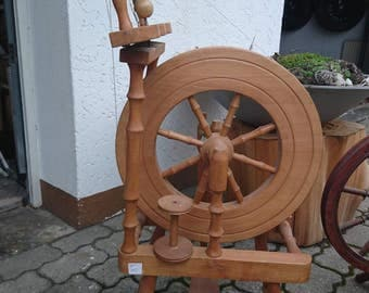 Wing stabilized spinning wheel from the Westerwald Drechsel room