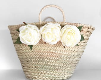 Tote white peonies